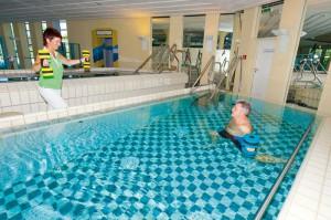 Wassergymnastik als Einzelanwendung oder in der Gruppe werden im Therapiebad der Rottal Terme durchgeführt.