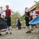 Mitglieder eines Rottaler Trachtenvereins tanzen auf einem Fest in Bad Birnbach