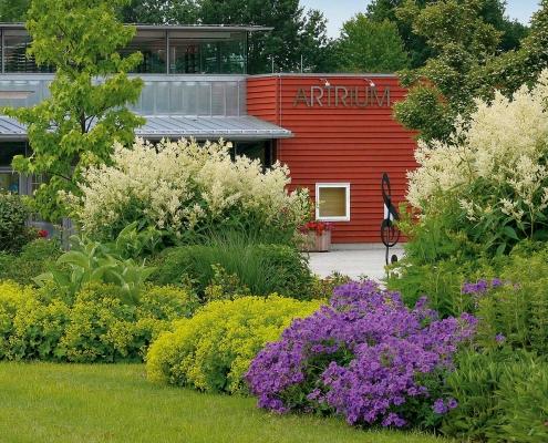 Im Kulturhaus Artrium in Bad Birnbach finden Konzerte, Vorträge, Theateraufführungen, Seminare und Ausstellungen statt.