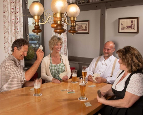 Kartenspielen am gemütlichen Stammtisch im Hotel Alter Weißbräu in Bad Birnbach